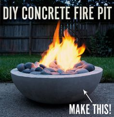 How to Make a DIY Modern Concrete Fire Pit from Scratch. concrete stays hot long after fire is out. Outdoor Projects, Garden Projects, Diy Projects, Diy Fire Pit, Fire Pit Backyard, Concrete Backyard, Diy Concrete Planters, Concrete Crafts, Stamped Concrete