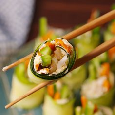 Zucchini California Sushi Roll These little bites are reminiscent of a spicy California roll but without the rice Theyre fresher easier to make and actually good for you. Appetizer Recipes, Keto Recipes, Vegetarian Recipes, Appetizers, Cooking Recipes, Healthy Recipes, Spicy California Roll, Healthy Snacks, Healthy Eating
