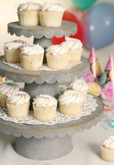 Scalloped cupcake stands