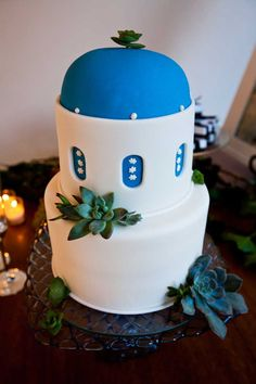 Santorini wedding cake by Maggie's Wedding Cakes