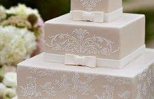 Vintage wedding cake designs sophisticated bride ideas for 2019 Square Wedding Cakes, Themed Wedding Cakes, Wedding Cake Designs, Cake Wedding, Square Cakes, Vintage Lace Weddings, Vintage Wedding Theme, Purple Wedding, Gold Wedding