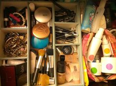 This is how I organize my makeup and skincare :)