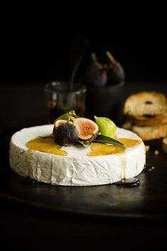 Brie with fresh figs and honey.