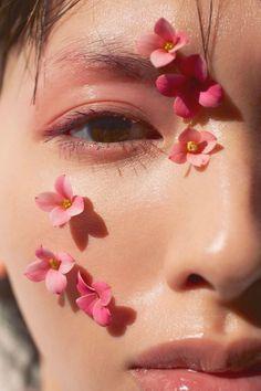 Acirc Acirc Middot Acirc Iexcl Moonlightmonth In 2019 Flower Makeup Aesthetic Eye Makeup, Makeup Art, Makeup Ideas, Flower Makeup, Photographie Portrait Inspiration, Aesthetic Makeup, Creative Makeup, Creative Ideas, Face Art