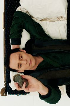 Edition tom hiddleston loki Loki Laufeyson thor 2 The Dark World screenscap Tom Hiddleston Loki, Thomas William Hiddleston, Loki Avengers, Loki Marvel, Loki Thor 2, Marvel Comics, Loki Laufeyson, Baby Crush, Loki Aesthetic