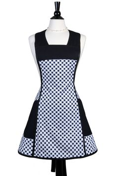 Vintage retro womens apron in black check gingham is a timeless piece for your k… Retro Apron, Aprons Vintage, Sewing Aprons, Sewing Clothes, Cute Aprons, Apron Designs, Apron Dress, Gingham, Fabric Design