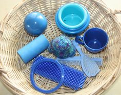 More colorful treasure baskets! Here are blue, green, and purple: Here's what's inside: :: Circle shaped cookie cutter :: Bristle block :. Baby Sensory, Sensory Bins, Sensory Play, Infant Activities, Preschool Activities, Baby Treasure Basket, Early Head Start, Heuristic Play, Activity Bags