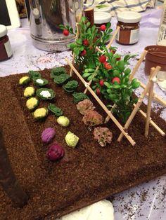 This unique dollhouse interiors is genuinely a magnificent design construct. Miniature Plants, Miniature Fairy Gardens, Miniature Houses, Popsicle Stick Crafts, Craft Stick Crafts, Clay Miniatures, Dollhouse Miniatures, Doll Furniture, Dollhouse Furniture