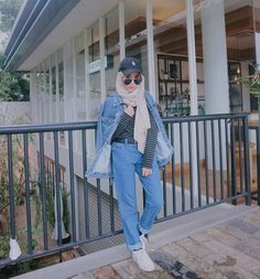amazing style with hijab Street Hijab Fashion, Muslim Fashion, Ootd Fashion, Trendy Fashion, Fashion Outfits, Trendy Style, Casual Hijab Outfit, Hijab Chic, Outfit Look