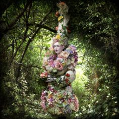 """The Wonderland Book: Photographer Kirsty Mitchell Honors Her Mother Through Lavish Conceptual Portraits """"Fine art photographer Kirsty Mitchell's (previously) award-winning series of conceptual. Surrealism Photography, Fine Art Photography, Fashion Photography, Conceptual Photography, Photo Series, Photo Book, Kirsty Mitchell Wonderland, Images Esthétiques, Chesire Cat"""