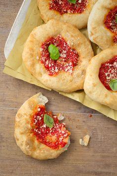 Pizzelle fritte: Franco Pepe, incoronato miglior pizzaiola del mondo, ci mostra come prepararle! [Fried pizza]