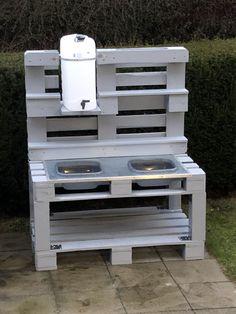 Matsch kitchen - New Ideas Diy Mud Kitchen, Mud Kitchen For Kids, Kitchen Modern, Backyard For Kids, Diy For Kids, Pallet Furniture, Garden Furniture, Herb Garden In Kitchen, Outdoor Play