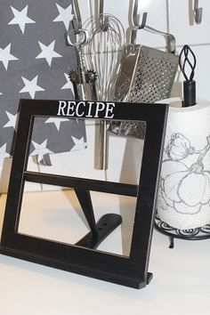 Keittokirjateline musta tai valkoinen Bookends, Shelves, Home Decor, Shelving, Decoration Home, Room Decor, Shelving Units, Home Interior Design, Planks