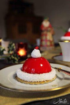 Weihnachtsmann Mützen Törtchen - MaLu's Köstlichkeiten Christmas Deserts, Christmas Ideas, Beautiful Desserts, Christmas Kitchen, Malu, Eat Dessert First, Food Inspiration, Cake Recipes, Sweet Tooth