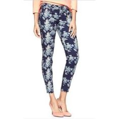 GAP always skinny floral print cropped jeans sz 8 GAP always skinny floral printed cropped jeans. Size: 8 reg/29. Inseam: 26.5 inches. Rise: 8 inches. Waist (flat, across): 15.5 inches. Adorable floral print. Cropped length. Skinny fit. Great preowned condition. Perfect for spring and summer ☀️ (stock photos via gap.com) GAP Jeans Skinny
