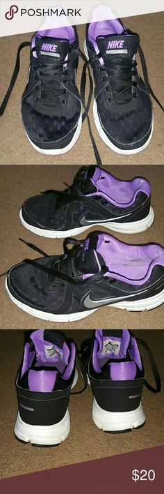 Nike Air Relentless women's size 6.5 tennis shoes Nike Air Relentless women's size 6.5 black, purple and gray tennis shoes. Very comfy. Have been worn and has a slight nic at the back of the left shoe, see last picture. Other than that great used condition. Nike Shoes Sneakers