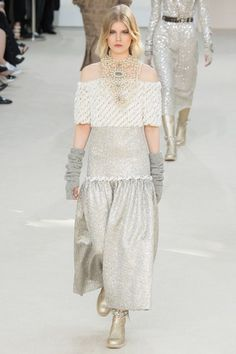 Chanel Fall 2016 Ready-to-Wear Collection Photos - Vogue Fashion Week Paris, World Of Fashion, Runway Fashion, High Fashion, Fashion Show, Womens Fashion, Fashion Design, Fashion Trends, Haute Couture Style