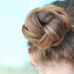 Bun Hairstyles and Hair Buns: 2020 Styles That Look Super Cute Nurse Hairstyles, Work Hairstyles, Active Hairstyles, Cornrows, Chignons Rock, Coiffure Hair, Updo Tutorial, Professional Hairstyles, Prom Hair