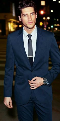 Navy suit + skinny tie #mensfashion #husbandideas
