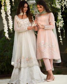 Indian dresses idea Source by tavneett ideas indian Pakistani Fashion Party Wear, Pakistani Wedding Outfits, Pakistani Wedding Dresses, Punjabi Wedding, Dress Indian Style, Indian Dresses, Indian Outfits, Nikkah Dress, Shadi Dresses