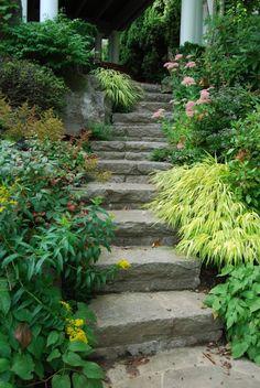 Rock Steps Design, Pictures, Remodel, Decor and Ideas - page 20 Hillside Garden, Sloped Garden, Garden Paths, Rock Wall Gardens, Landscaping A Slope, Garden Stairs, Corner Garden, Garden Inspiration, Garden Ideas