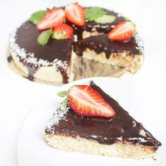 Kto już robił jagielnik bounty? 🌴 (przepis kilka postów niżej ⬇) To jeden z moich ulubionych #fit deserów 👌 Nie potrzeba piekarnika, trzy…
