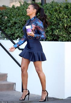 Mel B is glam in sassy skirt as she retrieves her caffeine pick-me-up Great Legs, Beautiful Legs, Beautiful Outfits, Beautiful People, Cute Skirts, Mini Skirts, Mel Brown, Mini Vestidos, Sexy Skirt