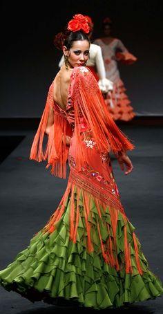 spanish style bars in london Flamenco Costume, Flamenco Dancers, Flamenco Dresses, Spanish Dancer, Spanish Style, Spanish Heritage, Beautiful Gowns, Designer Dresses, Gypsy