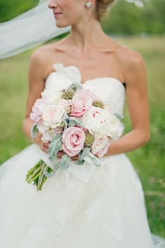 Flirty pink rose bouquet. Photography by / untamedheartphotography.com, Floral design by / flowerstothepeople.biz