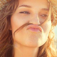 """Zuckerspray für die Haare ist der neue Beauty-Hype - """"Kaum eine Frisur ist im Sommer so beliebt, wie Beach Waves. Damit die Haare diesen Strand-Look bekommen, schwören viele auf das neuste Trend-Produkt: Zuckerspray. Wir verraten, wie es funktioniert."""""""