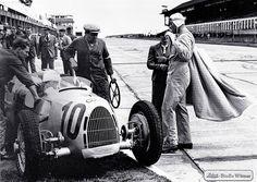 Audi racing star Hans Stuck at the Nürburgring in 1937 with his Auto Union Type C. Ferdinand Porsche, Audi, Grand Prix, Le Mans, Hans Joachim Stuck, Auto Union, Classic Race Cars, Racing Team, F1 Racing
