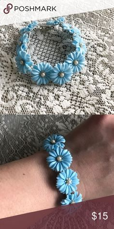 Vintage Daisy Bracelet Cute blue daisy bracelet with fold over closure 💙 Vintage Jewelry Bracelets