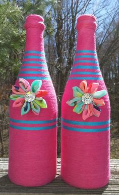 Pink yarn bottles wine bottles yarn vases vases by SiminaBanana Wine Bottle Corks, Glass Bottle Crafts, Diy Bottle, Yarn Wrapped Bottles, Yarn Bottles, Decorated Wine Glasses, Jar Art, Bottle Painting, Jar Crafts