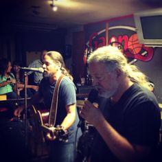Con Roy en Galeno's. | Flickr - Photo Sharing!
