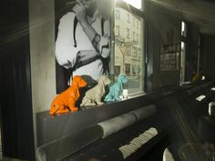Der Zoo ist los! In den stylischen Berliner Hotels Amano und Mani tummeln sich neuerdings Tiere. Hunde in der Lobby, Alligatoren auf dem Tisch, Giraffen am Fenster, oder Babylöwen vor dem Kamin - aber natürlich keine echten. Das Stuttgarter Unternehmen ZooZoo um Elwira Lerche gestaltet die niedlichen, aus lackiertem Fiberglas gefertigten Vierbeiner. Jedes Tier ist ein handgemachtes Unikat und licht- bzw. farbfest. Die putzigen Accessoires können bedenkenlos im Vorgarten postiert werden, denn…