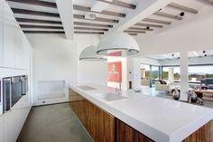 Wave eiland afzuigkap design in de vorm van een lamp #afzuigkap #kookeiland #keuken
