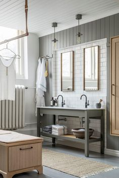 Cool Classic Bathroom painted in color Forrest Green and white-polished oak, double sinks and a little bit of Shaker. Serene Bathroom, Beautiful Bathrooms, Small Bathroom, Bathroom Ideas, Remodled Bathrooms, Colorful Bathroom, Bathroom Trends, Bathroom Remodeling, Master Bathroom
