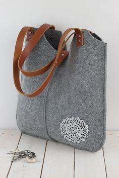 0d51bddcff Grey Felt Tote Bag crochet applique leather handles Felt | Etsy Sacoche Pc,  Sacs À