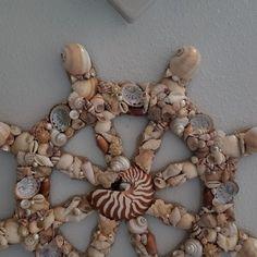 Seashell Painting, Seashell Art, Seashell Crafts, Beach Crafts, Nautical Painting, Seashell Projects, Shell Wreath, Sea Glass Crafts, Ship Wheel