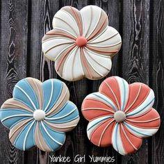 Swirl flowers from yAnkee Girl Yummies Mother's Day Cookies, Paint Cookies, Summer Cookies, Fancy Cookies, Cute Cookies, Easter Cookies, Holiday Cookies, Cupcake Cookies, Cookies Et Biscuits