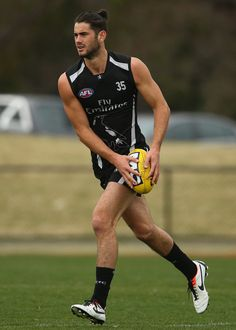 Brodie Grundy of the Magpies runs with the ball during a Collingwood Magpies AFL training session at Olympic Park on August 2013 in Melbourne, Australia. Collingwood Football Club, Australian Football, Power To The People, Rugby Players, Athletic Men, Sports Pictures, White Boys, Melbourne Australia, Short Shorts