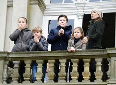 http://www.newmyroyals.com/2017/11/princess-mary-and-her-children-watched.html