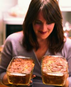 T183 IM 126-95 Katie Brown - Christmas morning cinnamon bread