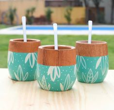 Painted Plant Pots, Painted Flower Pots, Pottery Painting, Diy Painting, Flower Doodles, Bottle Painting, Design Crafts, Diy Art, Diy And Crafts