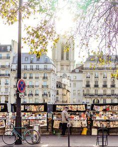 Les Bouquinistes along the banks of Seine, Paris 📚