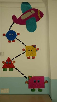 30 Classroom decorating ideas - Aluno On School Board Decoration, Class Decoration, School Decorations, Kids Crafts, Preschool Activities, Arts And Crafts, Paper Crafts, Preschool Shapes, Preschool Classroom