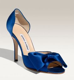 Immagine di http://niouweds.com/wp-content/uploads/2015/01/manolo-blahnik-blue-wedding-shoes.jpg.