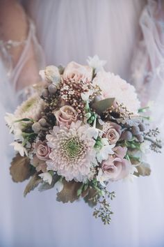 Soft, pretty and autumnal bouquet | Kerry Ann Duffy Photography | Bridal Musings Wedding Blog