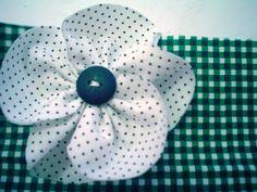 Saches de calcinhas poás,  flores de fuxico vai tanto para o calebo, como broches. Várias cores e tudo feito a mão!