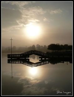 Canberra: Australia. Lake Tuggeranong.